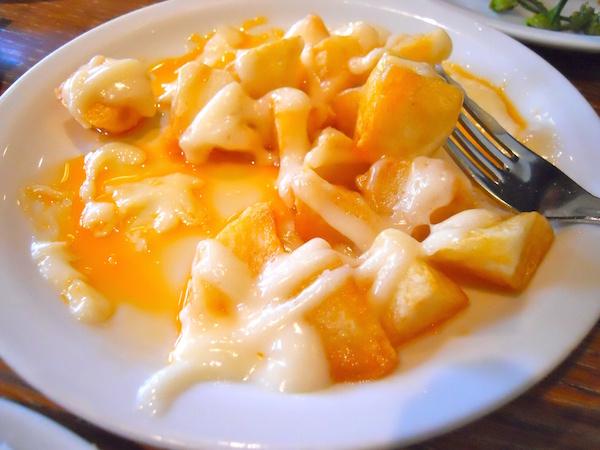 Patates bravissimes as served at Paco Meralgo.